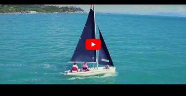 Barca a vela nel mare di Castiglione della Pescaia