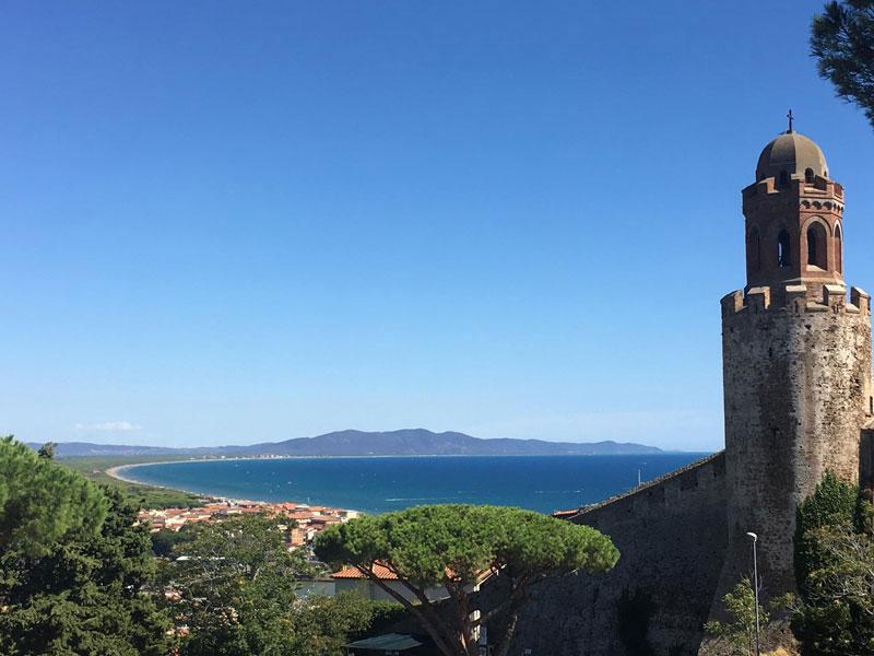 Foto della città e del mare di Castiglione della Pescaia dalla torre