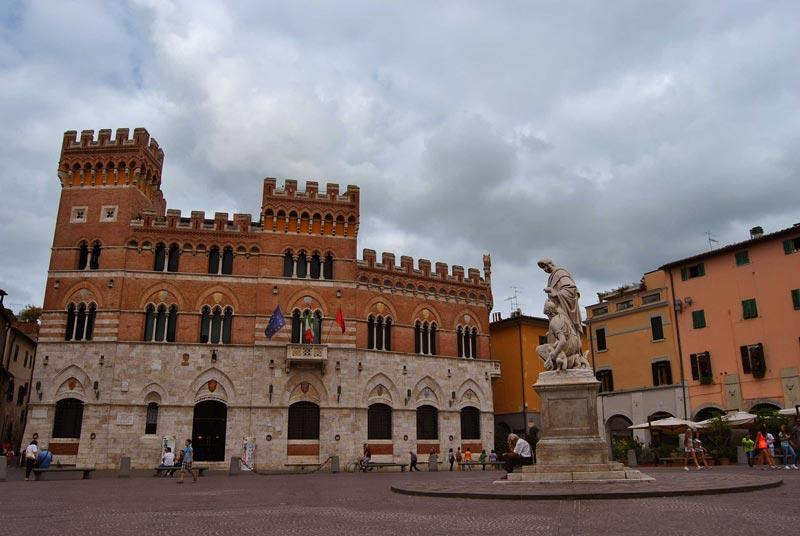 Foto della piazza Dante a Grosseto